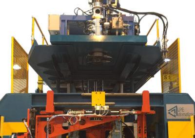 Prensas horizontales hidráulicas. Máquina terminada vista frontal