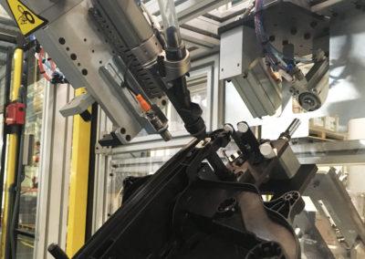 Detalle atornillado mediante robot